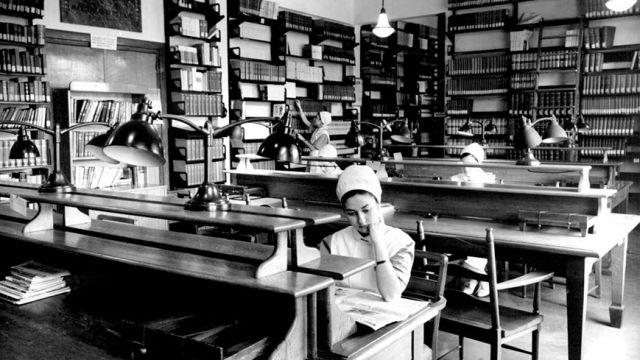 Placa de la Biblioteca del Hospital de Valdecilla